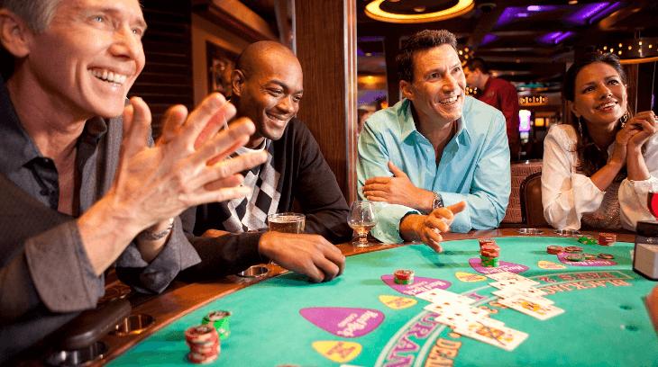 jogar com jogadores de blackjack
